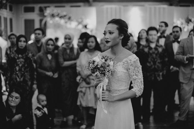 Warm & Intimate Wedding Syiki & Andhika at Suasana Restaurant by Sugarbee Wedding Organizer - 012