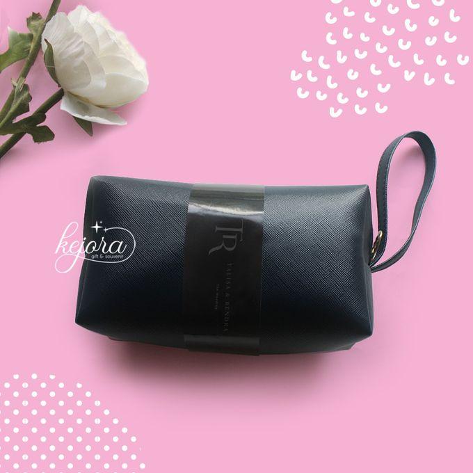 Pouch Bulat by Kejora Gift & Souvenir - 005