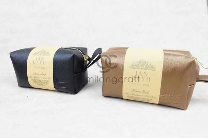 premium boxy pouch packaging roll paper for Ian & Dayu by Gemilang Craft - 003