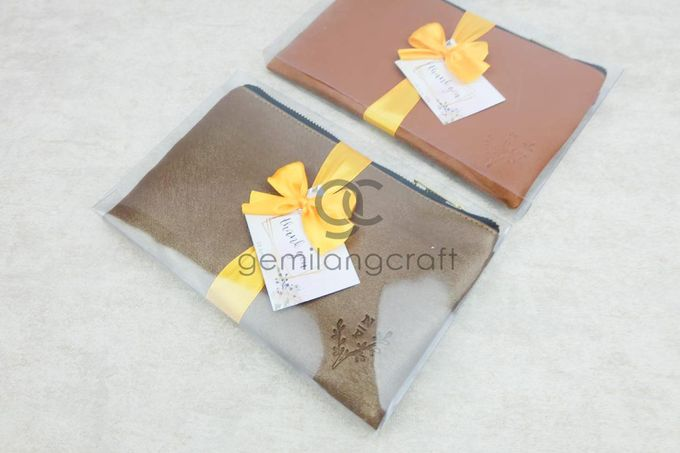 premium zipper pouch packaging box mika ribbon for nur & purwanto by Gemilang Craft - 002