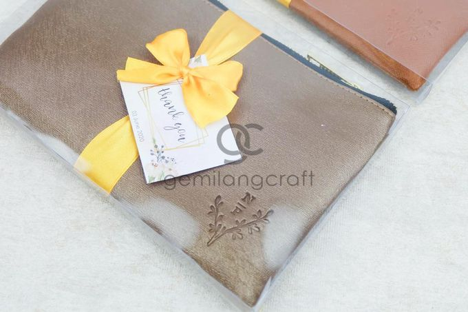 premium zipper pouch packaging box mika ribbon for nur & purwanto by Gemilang Craft - 003