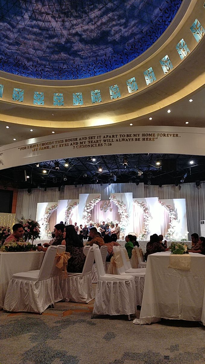 Combination  Traditional Tapanuli and Mixed Modern Wedding Reception by Dome Harvest - 030