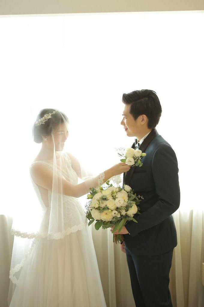 Angela & Willy Wedding at eL Hotel Royale Jakarta by Jesblossom House Of Flower - 010