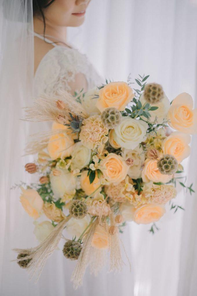 Elegant Vintage Coral Peach Palette for Willy and Luphyta Wedding at Plenilunio Villa Uluwatu by Bali Wedding Atelier - 005