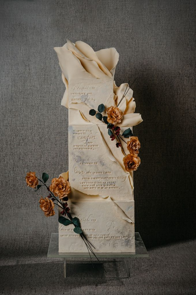 INTIMATE - Vows by Ivoire Cake Design - 004