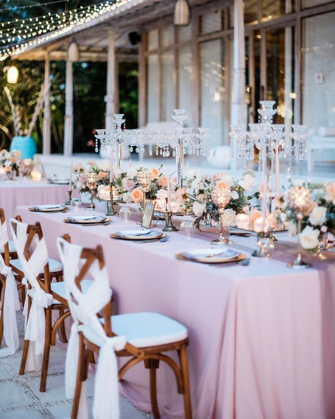 Elegant Vintage Coral Peach Palette for Willy and Luphyta Wedding at Plenilunio Villa Uluwatu by Bali Wedding Atelier - 019