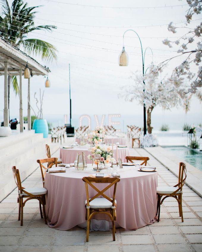 Elegant Vintage Coral Peach Palette for Willy and Luphyta Wedding at Plenilunio Villa Uluwatu by Bali Wedding Atelier - 014