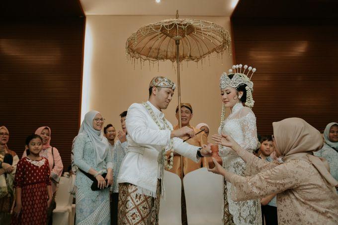 Sundanese Akad and Javanese Reception Wedding of Bella and Adit by  Menara Mandiri by IKK Wedding (ex. Plaza Bapindo) - 009