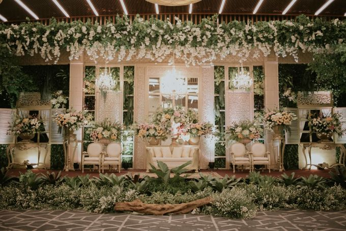 Compilation of Traditional Wedding Stage Decor 10F by  Menara Mandiri by IKK Wedding (ex. Plaza Bapindo) - 006