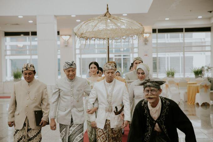 Sundanese Akad and Javanese Reception Wedding of Bella and Adit by  Menara Mandiri by IKK Wedding (ex. Plaza Bapindo) - 006