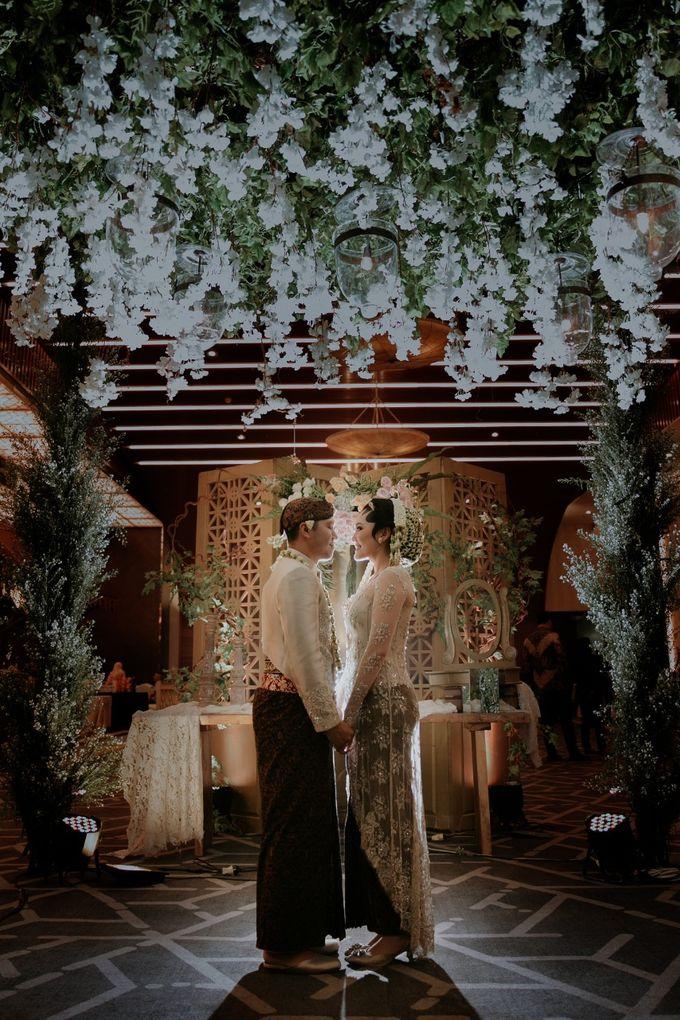 Sundanese Akad and Javanese Reception Wedding of Bella and Adit by  Menara Mandiri by IKK Wedding (ex. Plaza Bapindo) - 013