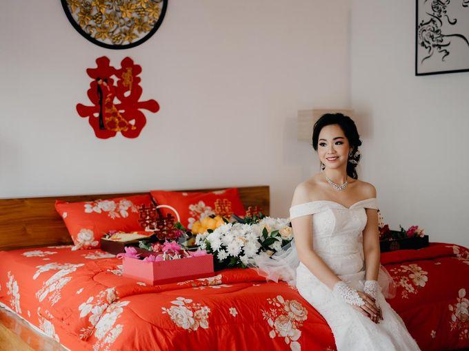 Momen Perayaan Sakral Penyatuan Cinta Di Tengah Musim Yang Baru a la Randy dan Debbi by Lentera Wedding - 003