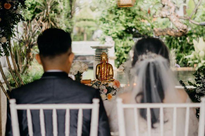 Momen Perayaan Sakral Penyatuan Cinta Di Tengah Musim Yang Baru a la Randy dan Debbi by Lentera Wedding - 012