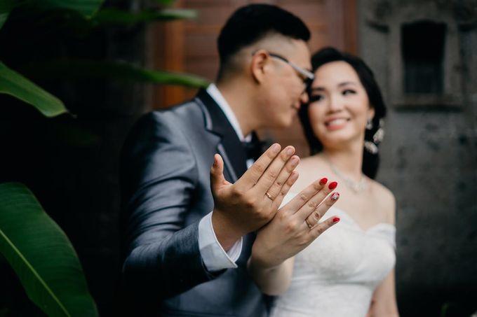 Momen Perayaan Sakral Penyatuan Cinta Di Tengah Musim Yang Baru a la Randy dan Debbi by Lentera Wedding - 021