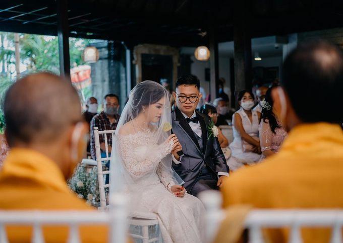 Momen Perayaan Sakral Penyatuan Cinta Di Tengah Musim Yang Baru a la Randy dan Debbi by Lentera Wedding - 013