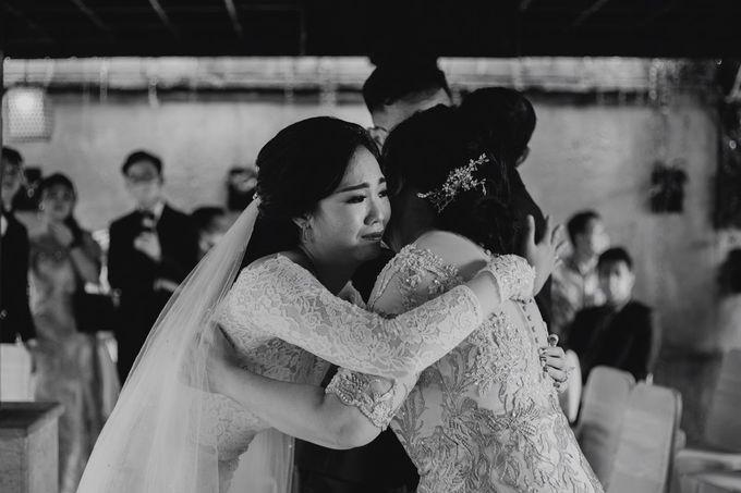 Momen Perayaan Sakral Penyatuan Cinta Di Tengah Musim Yang Baru a la Randy dan Debbi by Lentera Wedding - 018