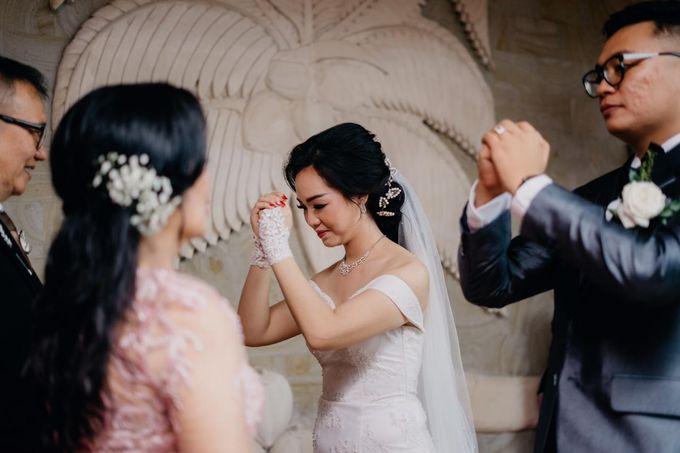 Momen Perayaan Sakral Penyatuan Cinta Di Tengah Musim Yang Baru a la Randy dan Debbi by Lentera Wedding - 010