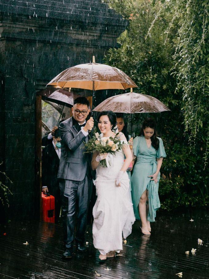 Momen Perayaan Sakral Penyatuan Cinta Di Tengah Musim Yang Baru a la Randy dan Debbi by Lentera Wedding - 011