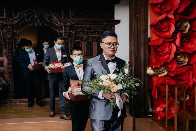 Momen Perayaan Sakral Penyatuan Cinta Di Tengah Musim Yang Baru a la Randy dan Debbi by Lentera Wedding - 004