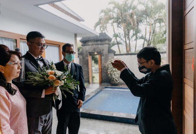 Momen Perayaan Sakral Penyatuan Cinta Di Tengah Musim Yang Baru a la Randy dan Debbi by Lentera Wedding - 007