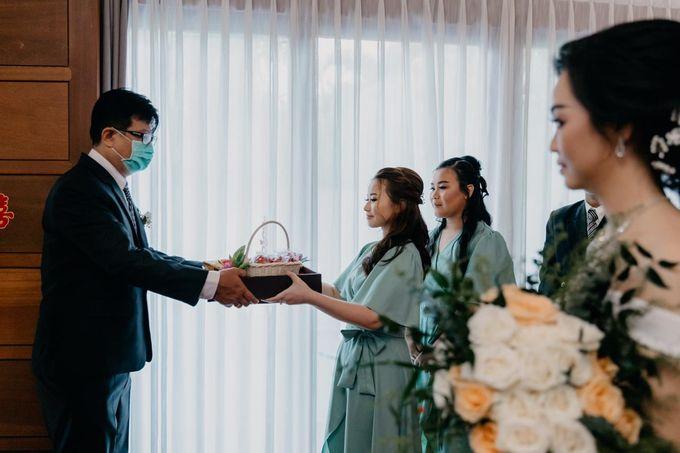 Momen Perayaan Sakral Penyatuan Cinta Di Tengah Musim Yang Baru a la Randy dan Debbi by Lentera Wedding - 006