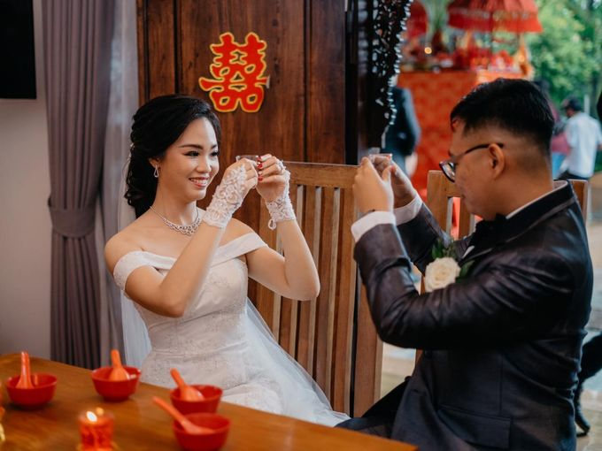 Momen Perayaan Sakral Penyatuan Cinta Di Tengah Musim Yang Baru a la Randy dan Debbi by Lentera Wedding - 008