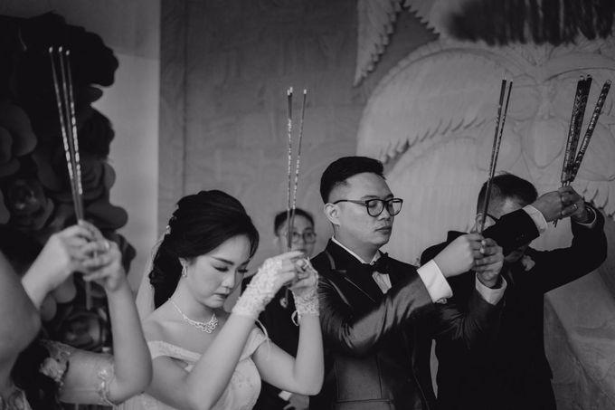Momen Perayaan Sakral Penyatuan Cinta Di Tengah Musim Yang Baru a la Randy dan Debbi by Lentera Wedding - 009