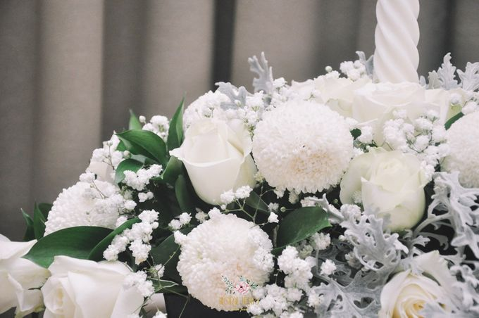 Church Arrangement for Erdick Stephanie Wedding by Floral Treats - 003