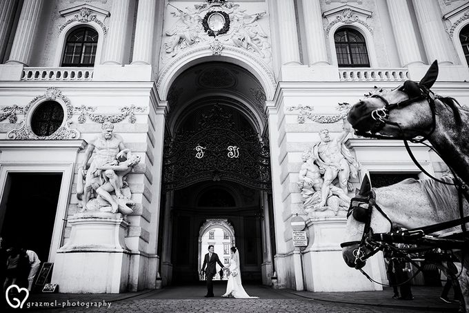Pre-wedding photo session in Vienna by Grazmel Wedding Photography - 017