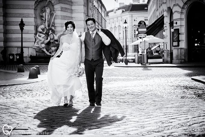 Pre-wedding photo session in Vienna by Grazmel Wedding Photography - 018