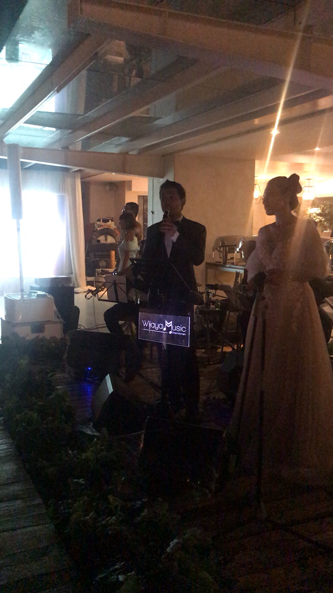 Music team at Bernard & Tresy wedding reception by Silver Box - 005