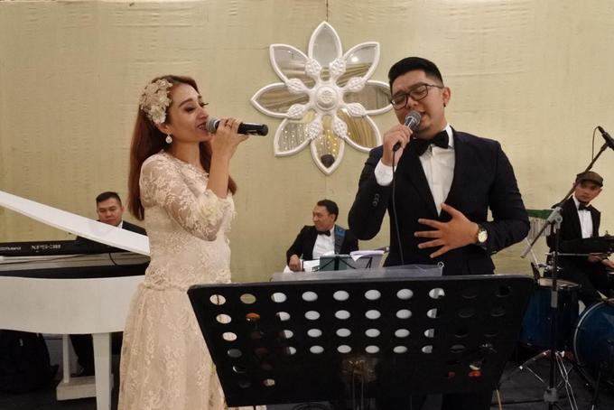 Music team at Dita & Reza wedding reception by Wijaya Music Entertainment - 004