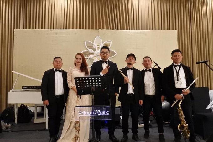 Music team at Dita & Reza wedding reception by Wijaya Music Entertainment - 002