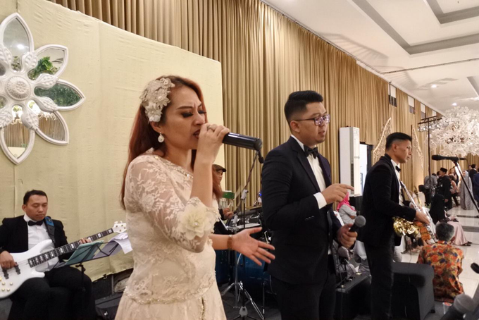 Music team at Dita & Reza wedding reception by Wijaya Music Entertainment - 005