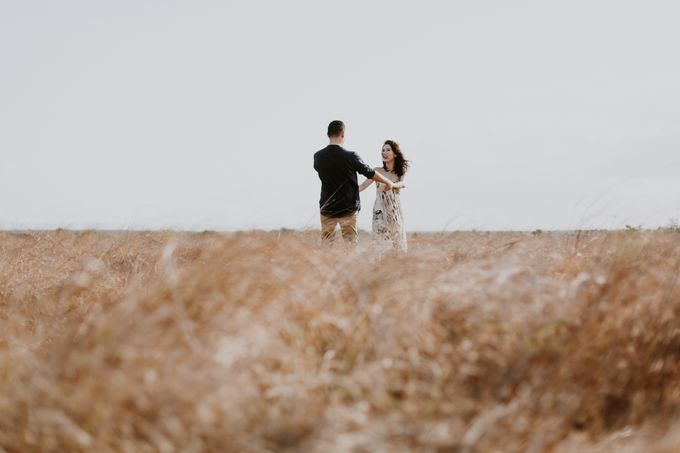 Destination Prewedding of Amelia & William in Raw and Ethnic Sumba by fire, wood & earth - 041