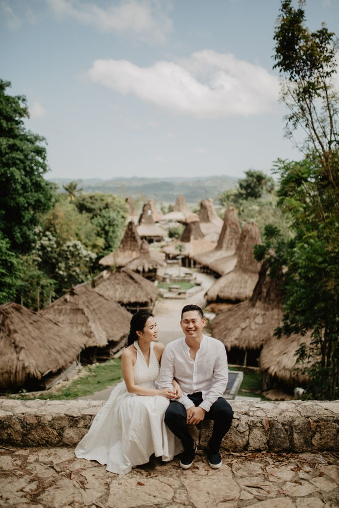 Destination Prewedding of Amelia & William in Raw and Ethnic Sumba by fire, wood & earth - 001