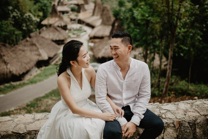 Destination Prewedding of Amelia & William in Raw and Ethnic Sumba by fire, wood & earth - 002