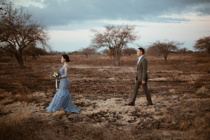 Destination Prewedding of Amelia & William in Raw and Ethnic Sumba by fire, wood & earth - 013