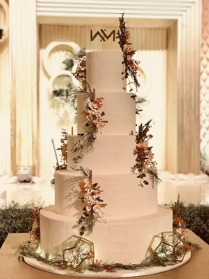 5 & 6 Tiers Wedding Cake by LeNovelle Cake - 025