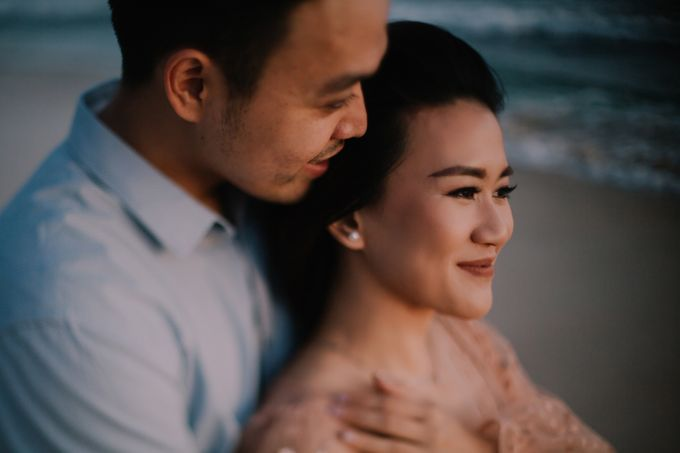 Lovestruck Prewedding Session of Tinder Couple Wilona & Grendi in Bali by fire, wood & earth - 047