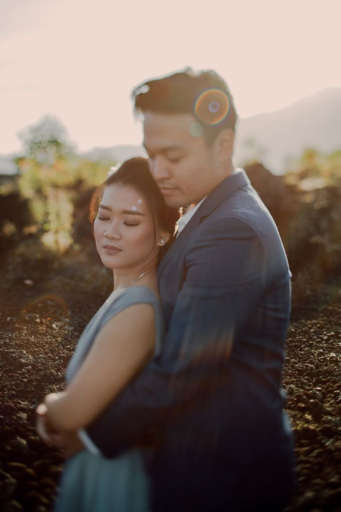 Lovestruck Prewedding Session of Tinder Couple Wilona & Grendi in Bali by fire, wood & earth - 005
