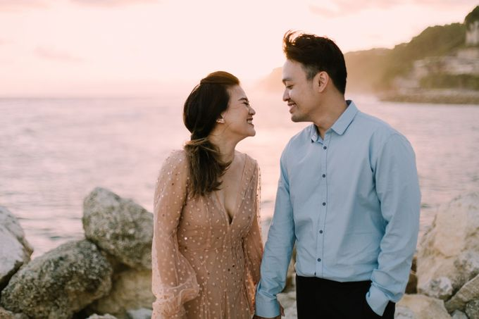 Lovestruck Prewedding Session of Tinder Couple Wilona & Grendi in Bali by fire, wood & earth - 037