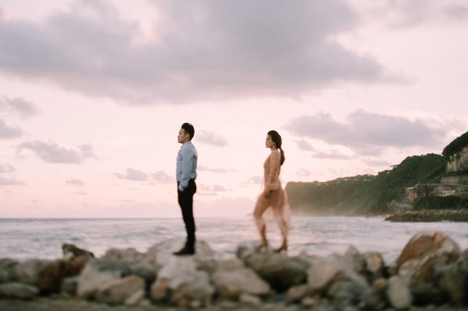 Lovestruck Prewedding Session of Tinder Couple Wilona & Grendi in Bali by fire, wood & earth - 038