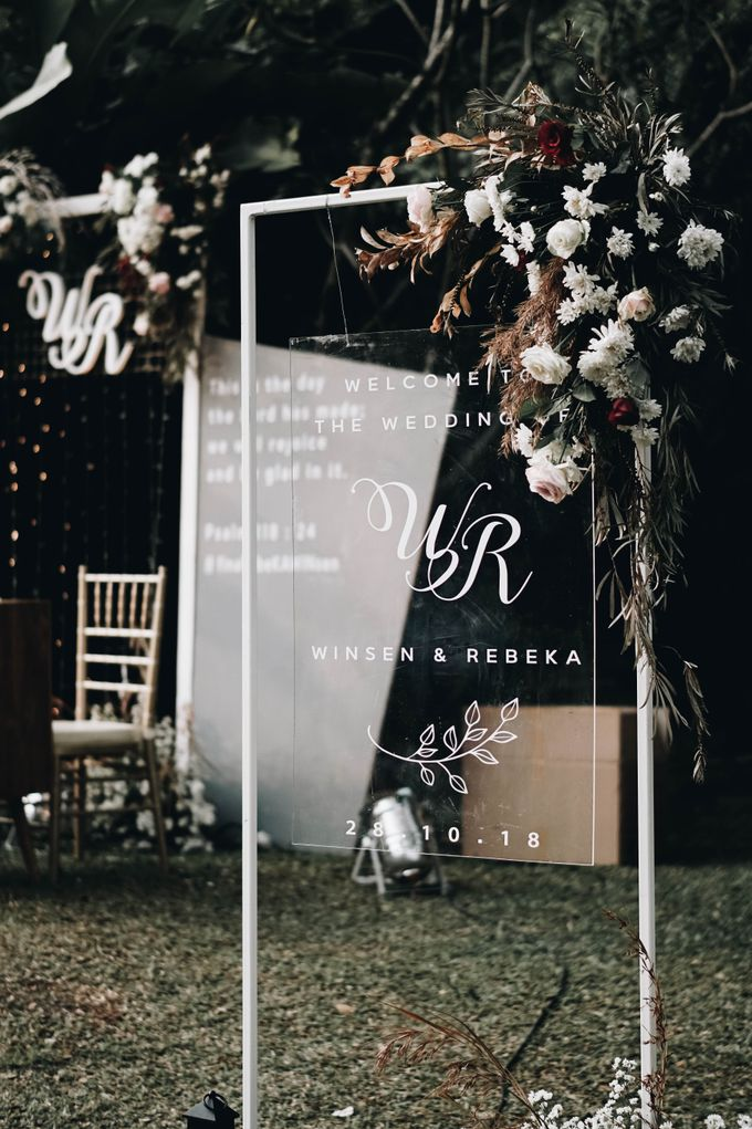 Minimalism and Dried Leaves Combined with Peachy Details - The Wedding of Winsen & Rebeka by Elior Design - 021