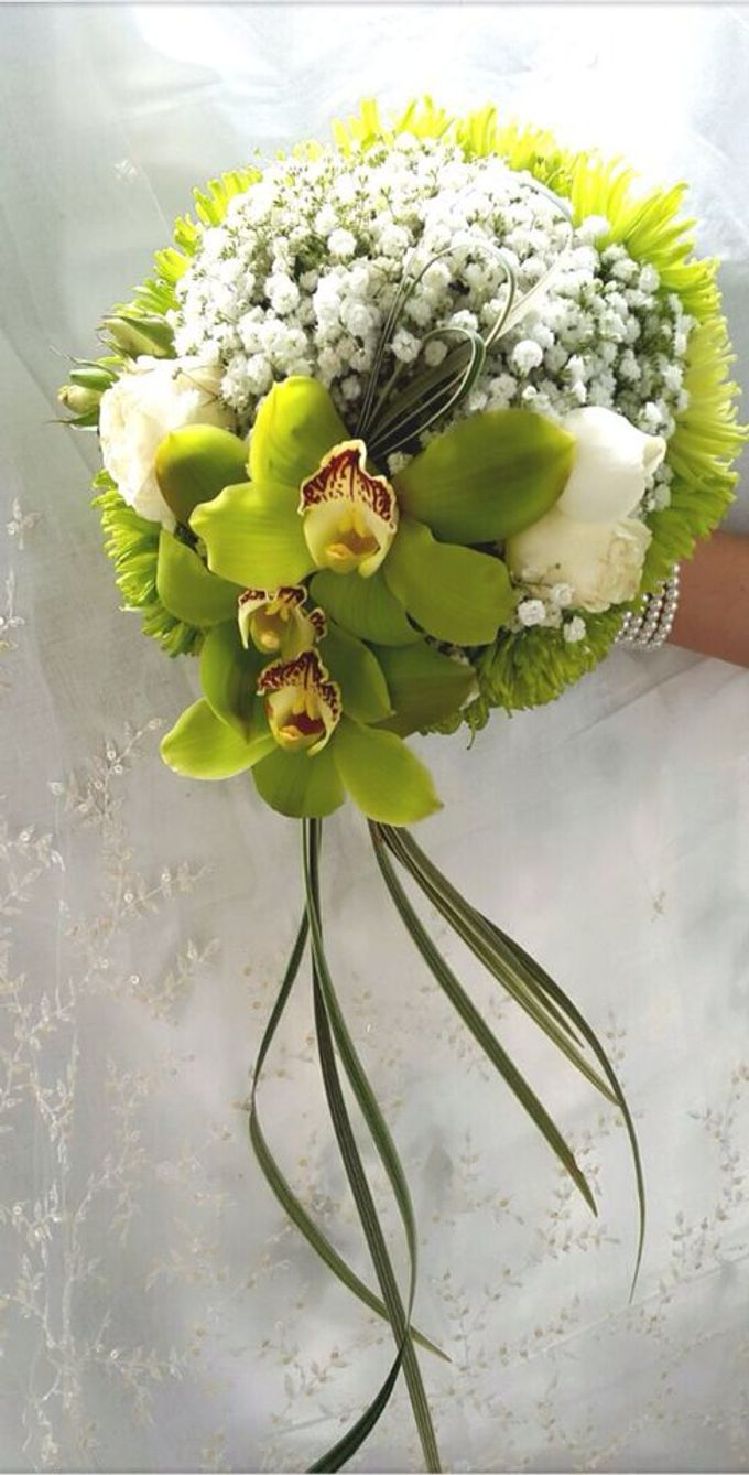 Green tropical bridal bouquet by amaryllis floral art bridestory add to board green tropical bridal bouquet by amaryllis floral art 001 junglespirit Images