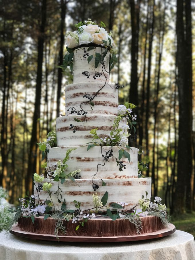 forest wedding of andrew and lia by amor cake bridestory com