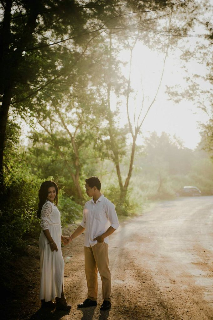 Abri & Citra Casual Couple Session by Satrya Photography - 013