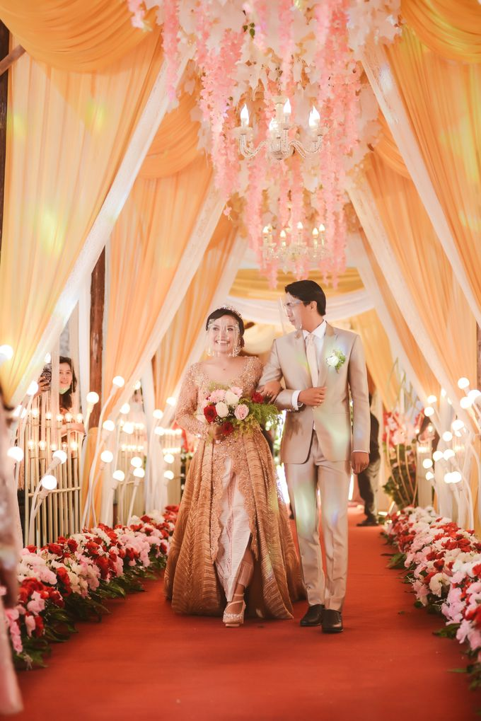 Mr. Iwan Setiawan & Mrs. Henny by Ventlee Groom Centre - 005