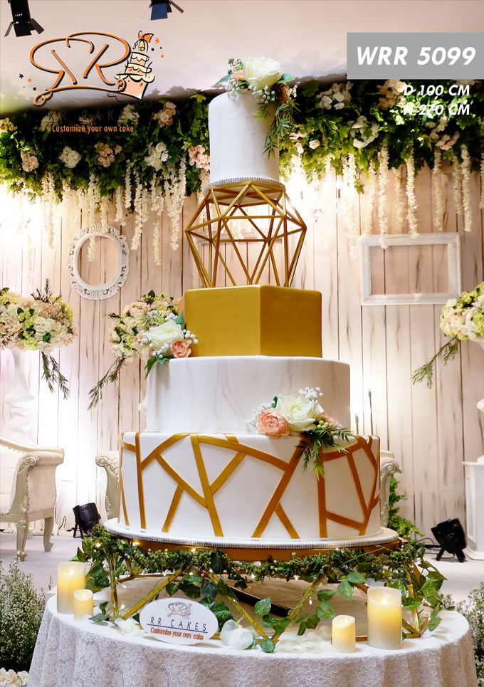 Weddingcake in 2019 - 5 tiers by RR CAKES - 005