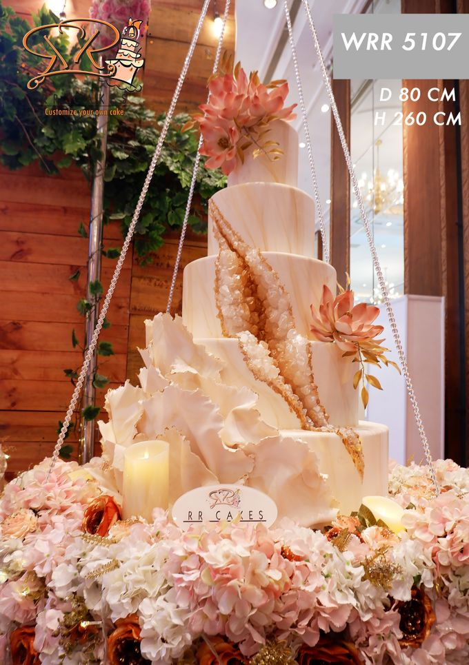 Weddingcake in 2019 - 5 tiers by RR CAKES - 012